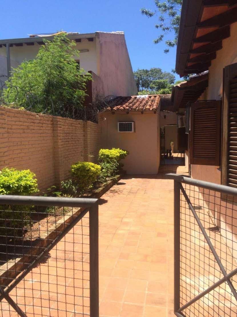 Casa todo planta baja con piscina Barrio Santa Ana Lambaré - 2