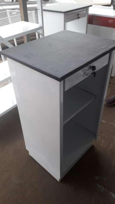 Mostradores gondolas y caja para dinero - 7
