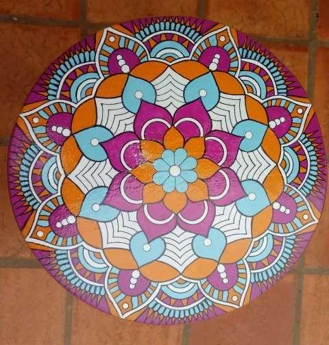 Taburetes pintados con mandalas - 2