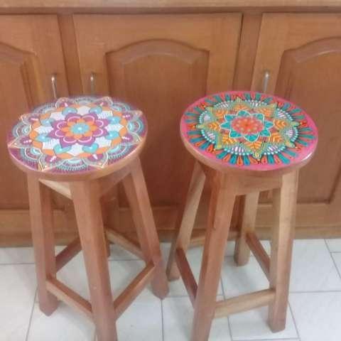 Taburetes pintados con mandalas - 4