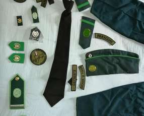 Uniforme militar femenino