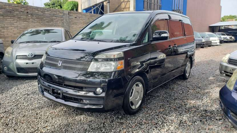 Toyota noah / voxy 2005 - 0