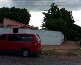 Casa en esquina en Asunción. A 3 avdas. Importantes