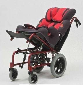 Silla de ruedas para niños con parálisis en cuotas