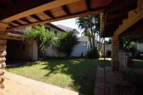 Casa en barrio La Recoleta de 1.115 m2 zona Villa Morra