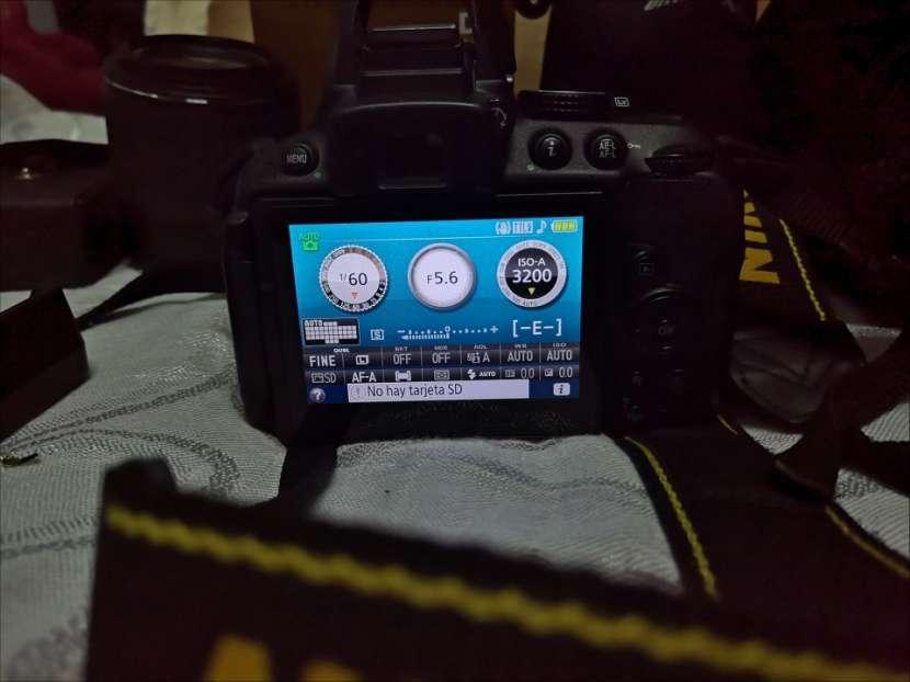 Cámara profesional Nikon D5300 con accesorios originales - 2
