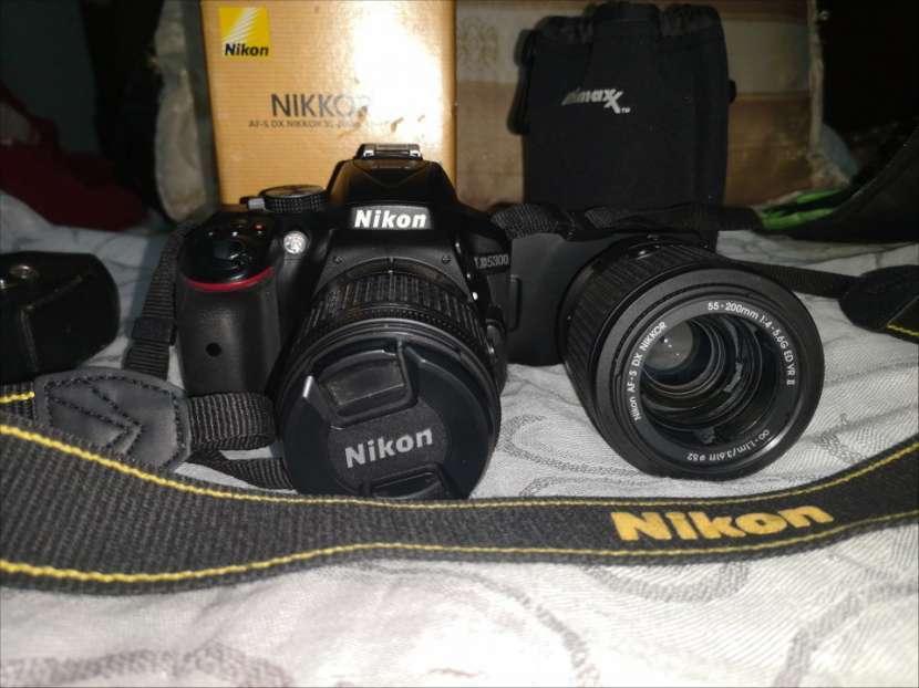 Cámara profesional Nikon D5300 con accesorios originales - 0