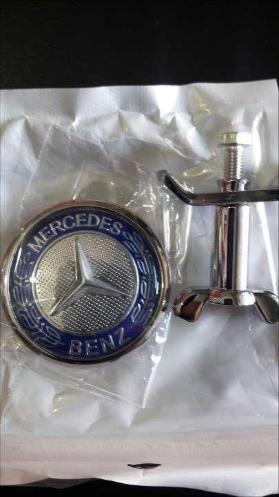 Insignia capot Mercedes Benz - 1