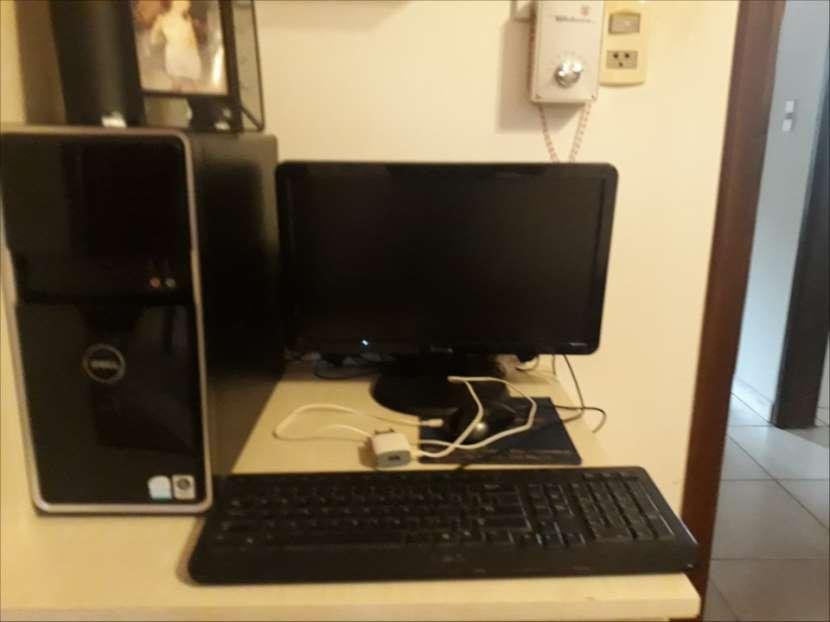 Computadora de mesa DELL - 0