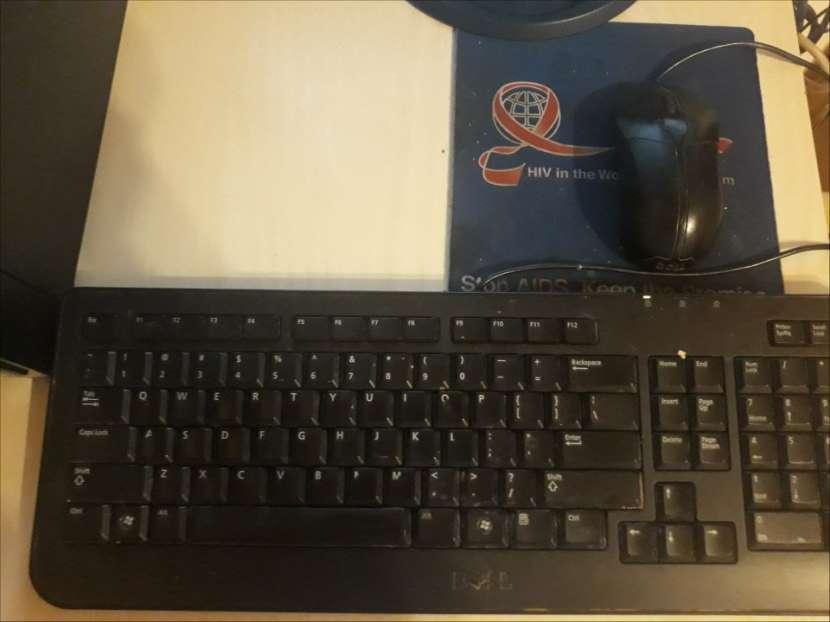 Computadora de mesa DELL - 3