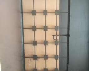 Portón de hierro con diseño