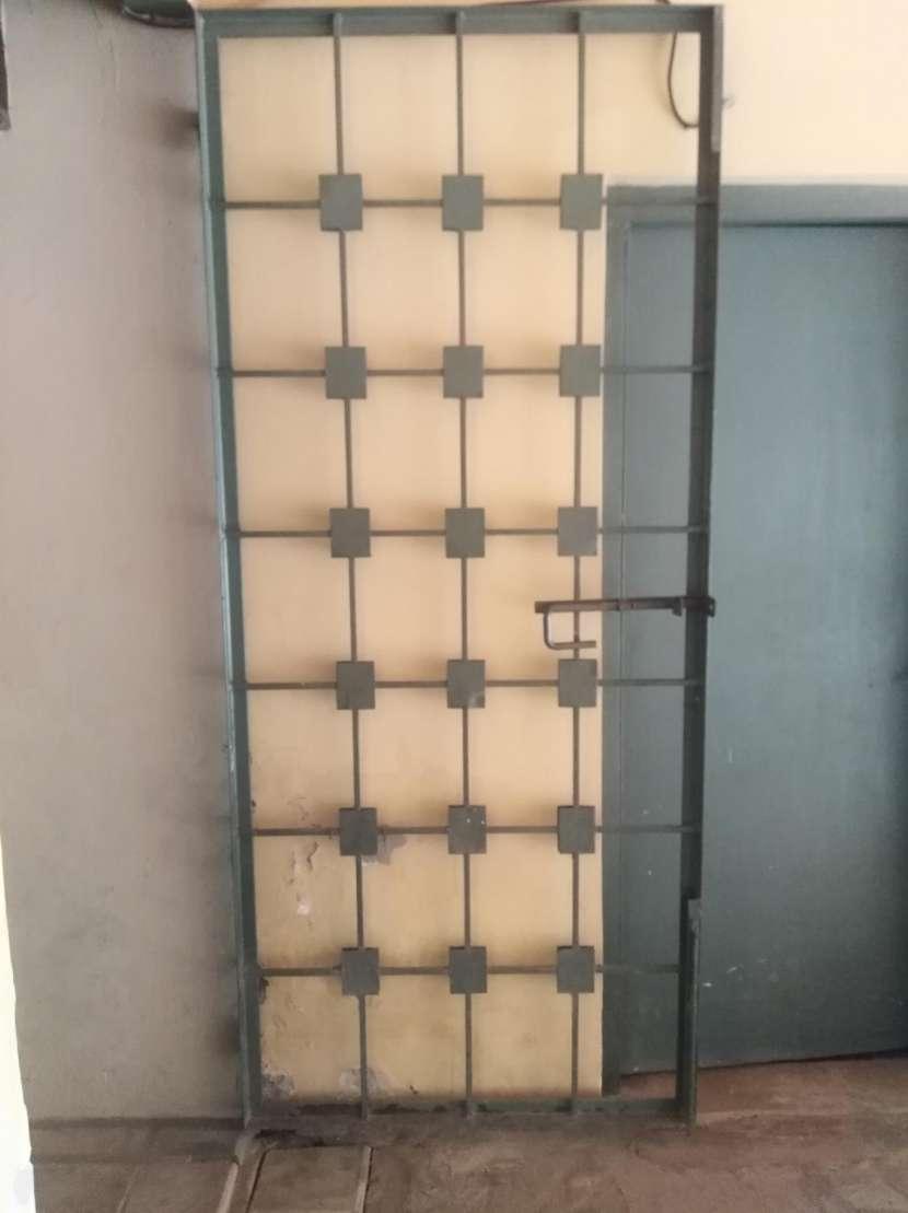 Portón de hierro con diseño - 0