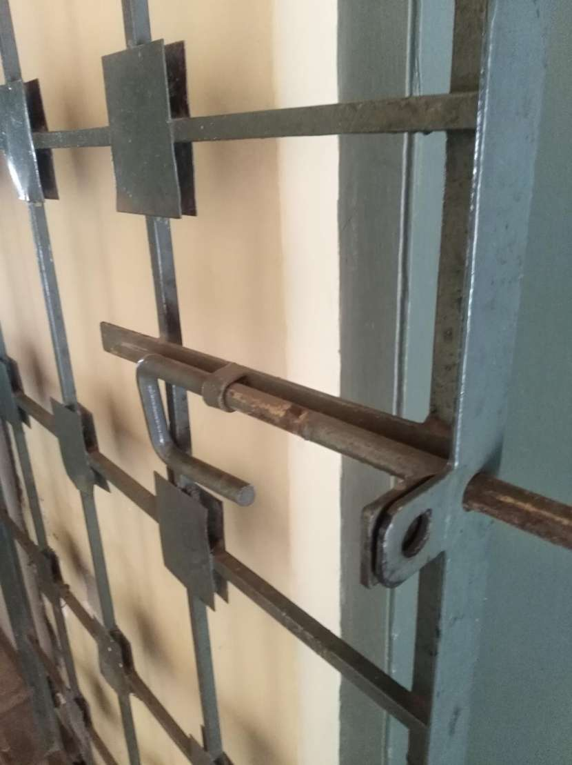 Portón de hierro con diseño - 1