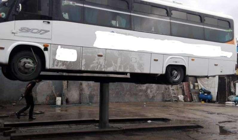 Elevador para vehículo para lavadero - 1