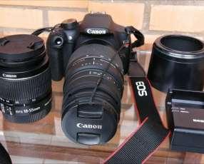 Cámara fotográfica canon EOS T5 con teleobjetivo