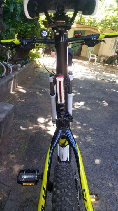 Bicicleta Scott Scale 770 cuadro L aro 27.5 full Deore - 1