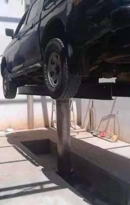 Elevador de vehículo para lavadero