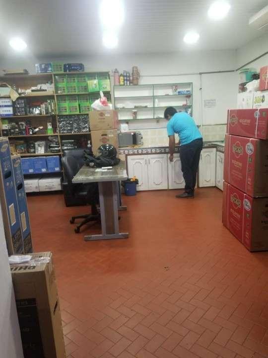 Salón comercial en san lorenzo, av. 10 de agosto - 5