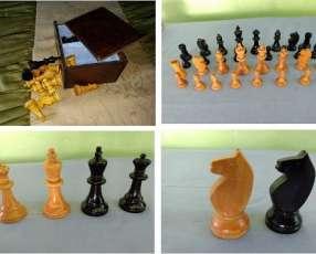 Piezas de ajedrez de madera de fino acabado