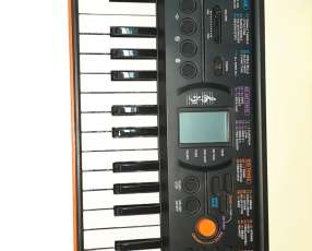 Mini teclado electrónico CASIO SA-76
