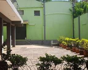 Casa céntrica en Encarnación