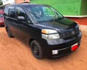 Toyota Voxy 2005 motor 2000 naftero automático 4x2