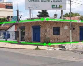 Casa con 3 salones comerciales barrio Santa María J4147
