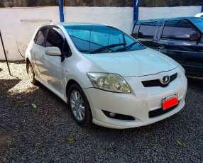 Toyota auris 2007/1800 cc. automático blanco