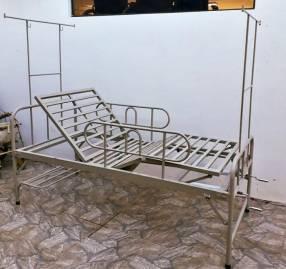 Cama hospitalaria 2 mov importada con colchón impermeable