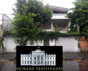 Casa sobre calle Celsa Speratti. Barrio Mburicao