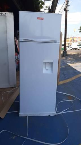 Heladera kaede con dispenser de 300 litros