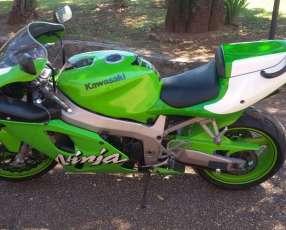 Moto Kawasaki ZXR 750