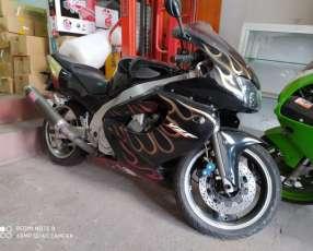 Moto Yamaha YZF 1000cc