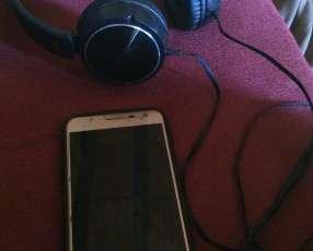 Samsung Galaxy J7 Neo y auricular