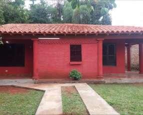 Casa en barrio Yka´a Luque
