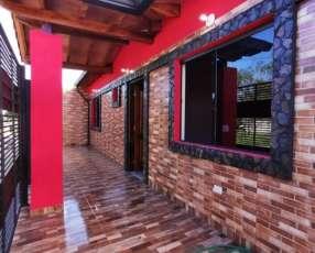 Casa a estrenar en ñemby, barrio san carlos. Y5398.