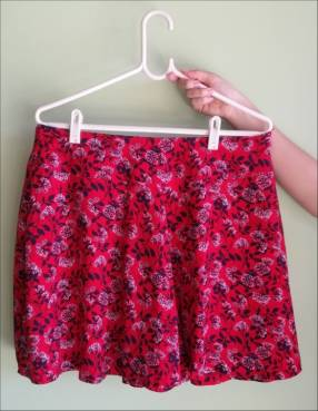 Short floreado color rojo para dama