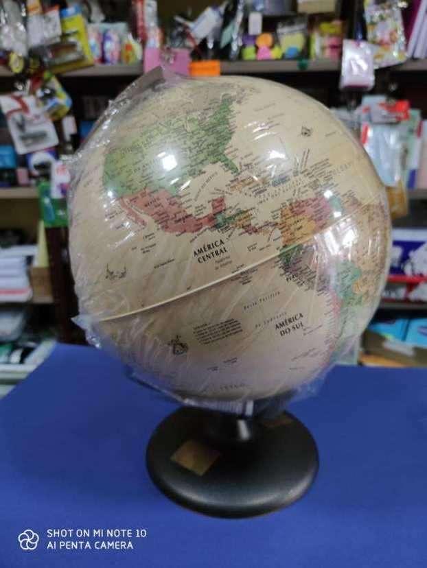 globo terráqueo con luz - 0