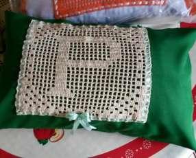 Almohadas con forro y croche