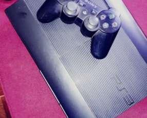 PS3 con 1 control y 90 juegos cargados