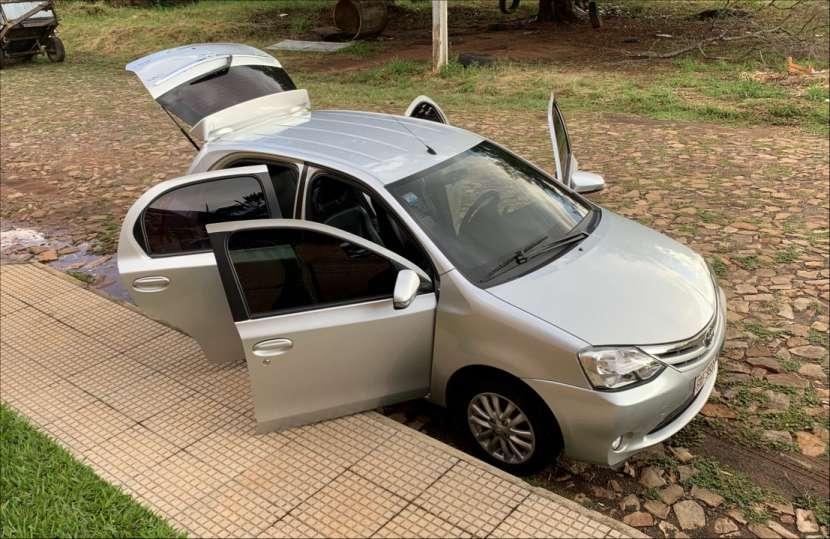 Toyota Etios 2015 XLS - 4