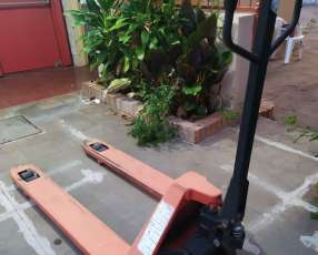 Transpaleta manual 2500 kg