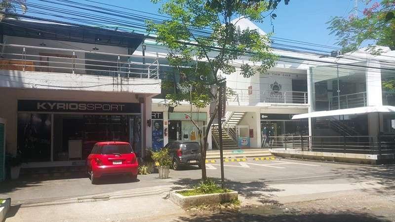 Locales en Villa Morra frente al centro ferial del Shopping - 2
