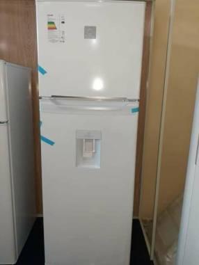Heladera electrolux frío húmedo con dispenser de 450 litros