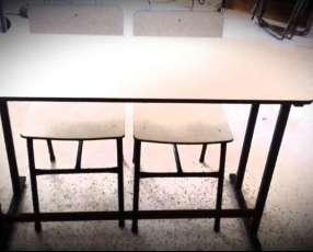 Mesa y sillas para capacitación