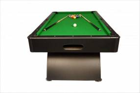 Mesa de pool negra con accesorios
