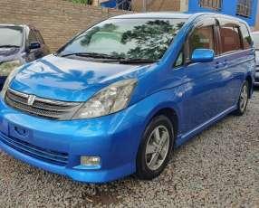 Toyota isis platana 2005 color azul