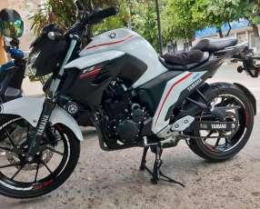 Moto YAMAHA FZ 2018