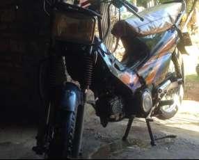 Moto Kenton Tornado