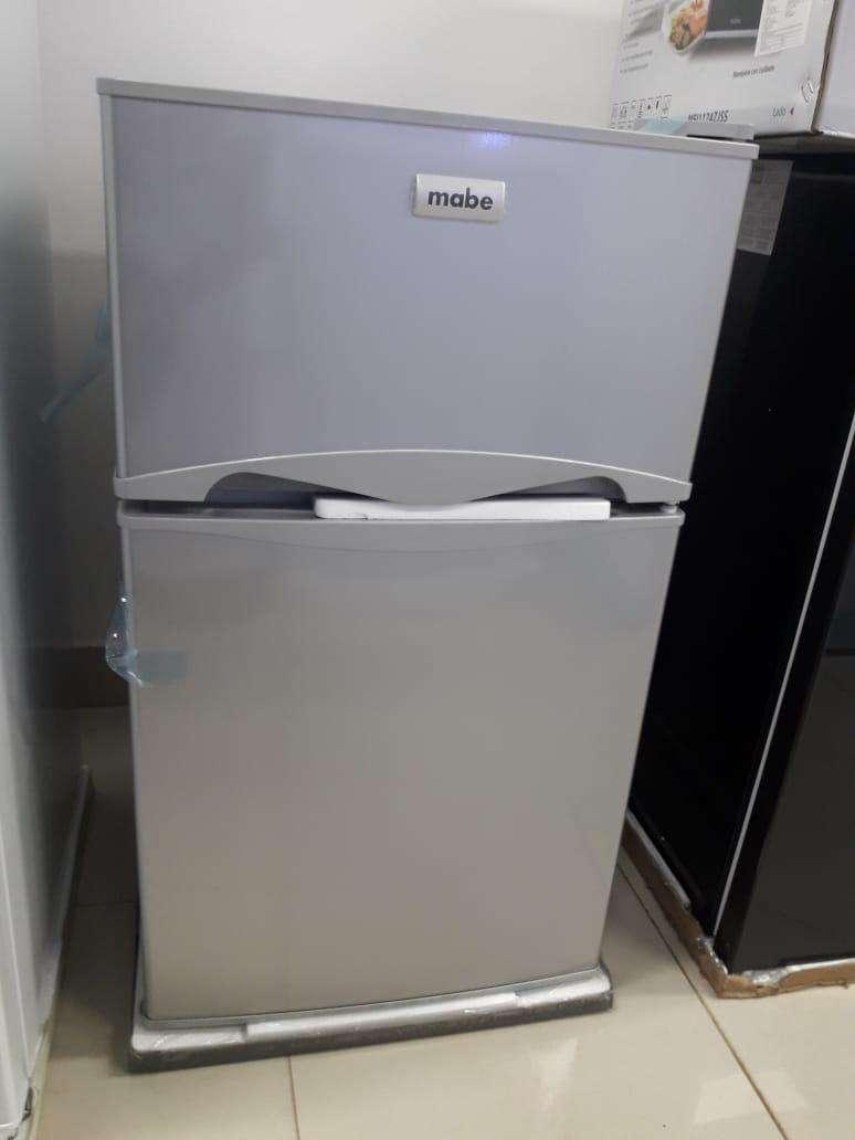 Frigobar Mabe de 110 litros - 1